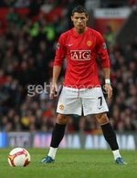 аватары: Футболист у мяча на поле