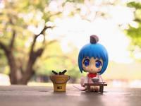 аватары: игрушка девочки у столика и ведерко