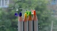аватары: разноцветные карандаши у сетки