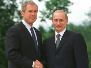 обои Путин пожимает руку Джорджу Бушу фото