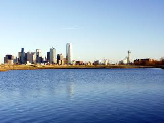 обои Dallas Texas skyline from water in 2002 фото