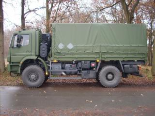 обои Mercedes-Benz Axor армейский фото