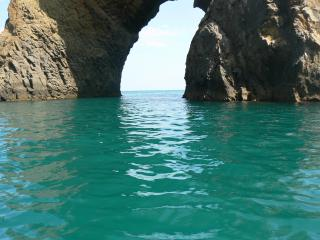 обои Чёрное море у скал фото