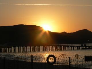 обои Восход солнца из-за горы фото