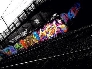 обои Граффити на стене возле рельс фото