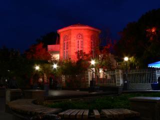 обои Дом Волошина в красном свете фото
