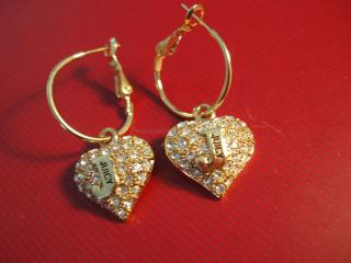обои Ювелирные украшения - серьги, в виде сердечек фото