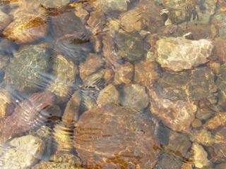 обои Камни под водой фото