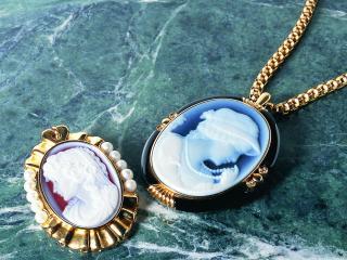 обои Камеи на золотых цепочках фото