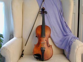 обои Скрипка на кресле фото