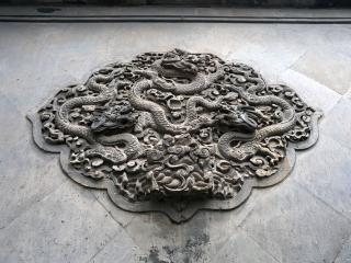 обои Каменные изображения драконов и гор фото