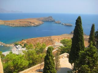 обои Прекрасный вид со скалы в Греции фото