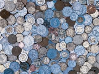 обои Серебристо-голубой покров из монет фото
