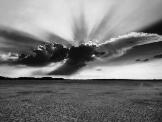 обои Чёрно-белые обои бесплодной пустыни и тучевых облаков фото
