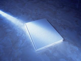 обои Луч света падает на книгу фото