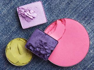 обои Косметика - Тени розового, зеленого, лилового и сиреневого оттенков фото