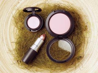 обои Косметика -  Набор для красоты, нежно-розовый фото