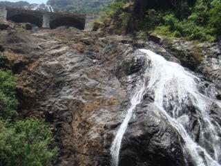 обои Водопад Дудсагар в одноименном заповеднике. Гоа, Индия фото