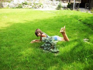 обои Девушка на поляне летом в Анапе фото