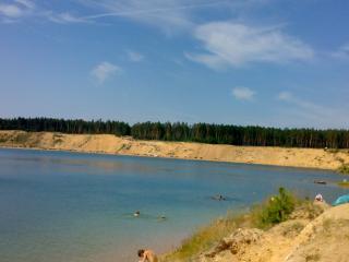 обои Пляж на чистом озере фото