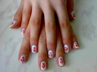 обои Маникюр - Рисунок на белых ногтях фото