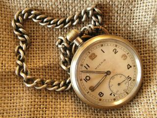 обои Часы с цепочкой на мешковине фото