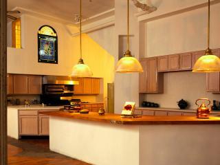 обои Большая светлая кухня фото