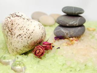 обои Зеленый кварц и морские гальки фото