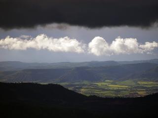 обои Покидая с грозой зелёную долину в горах фото
