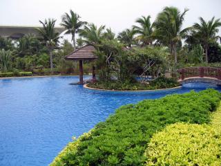 обои Усадьба - бассейн и обилие зелени фото