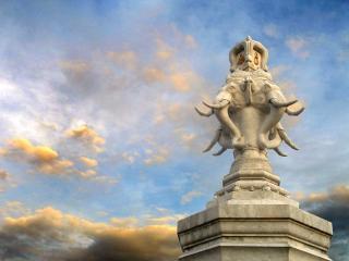 обои Буддийский памятник на фоне неба фото