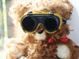 обои Прикольный мишка в очках сварщика фото
