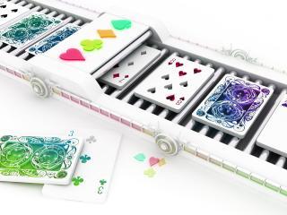 обои Колода игральные карт в белой пластмаске фото