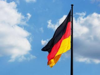 обои Немецкий флаг реет на ветру фото