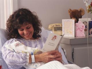 обои Мама с новорожденным фото