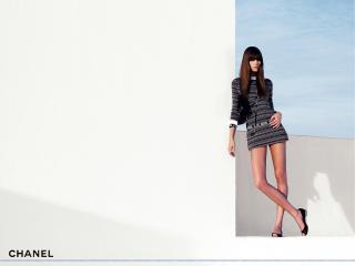 обои Бренд Шанель платье в мелкую полоску фото