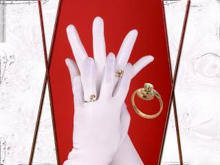 обои Кольца на белых перчатках фото