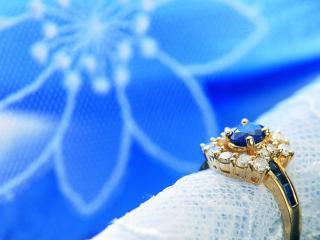 обои Перстень на салфетке фото