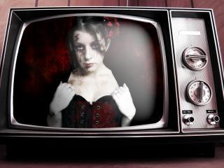 обои Готичная девчонка в старом, сломанном телевизоре фото