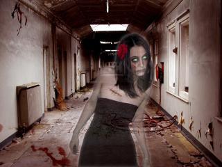 обои Страшный призрак заброшенного, грязного дома фото