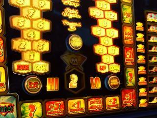 обои Красивый автомат в казино фото
