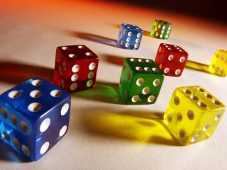 обои Разноцветные кубики на столе в кизно фото