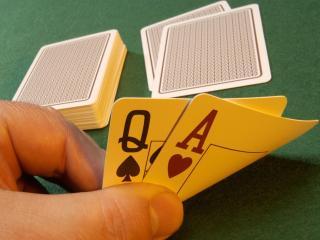 обои Дама и туз разномастные в покере фото