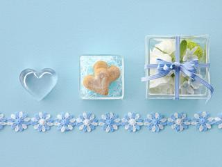 обои Сердчки и цветы в коробочке с лентой фото