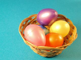 обои Яркие глянцевые пластмассовые пасхальные яйца фото