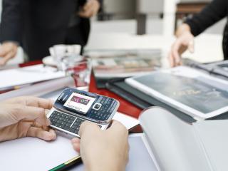 обои Nokia E75 на работе фото