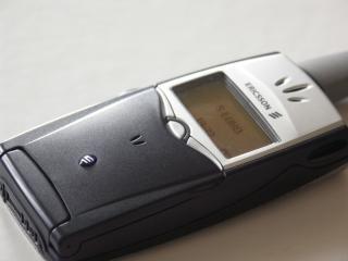 обои Ericsson T39 на столе фото