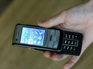 обои Nokia 6280 в руках фото
