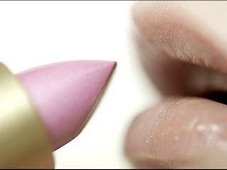 обои Нанесение макияжа - Нежная розовая помада фото