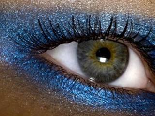 обои Макияж глаза - Яркие синие тени фото